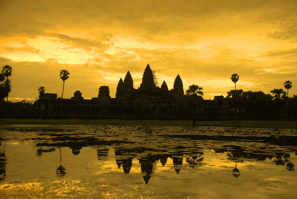 Siem Reap - Angkor Wat at sunrise_TOI
